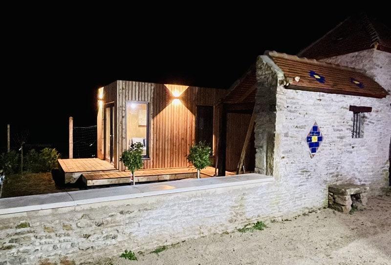 Vue nocture studio de jardin en bois