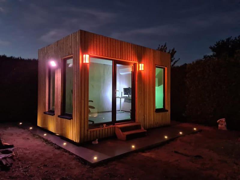 bureau de jardin en bois de nuit